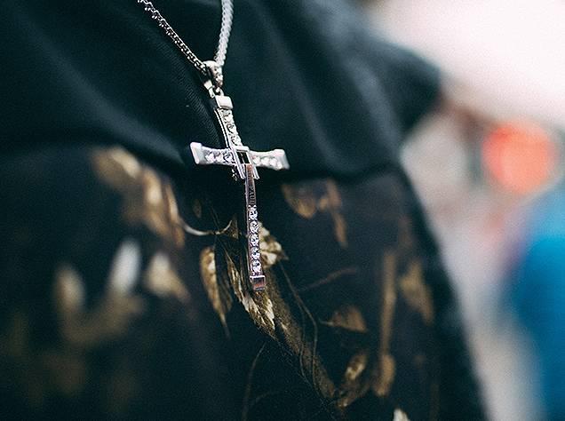 silberkettemitkreuz